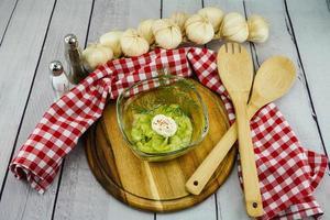 salade de concombre aux herbes et épices photo