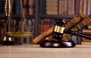 concept de cabinet d'avocats, articles de bureau de conseiller ou d'avocat photo
