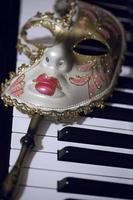 abstrait vintage masque de venise costune et touches de piano photo