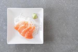 sashimi de saumon cru photo