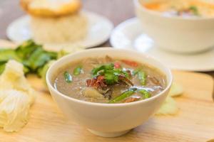 crabe en soupe de noix de coco ou ragoût de crabe photo