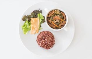 ragoût de légumes chinois et tofu avec riz aux baies photo