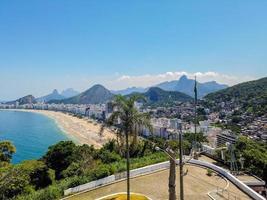 vue en haut du gouvernail à copacabana à rio de janeiro, brésil photo