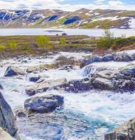 belle rivière storebottane au lac vavatn, hemsedal, norvège photo