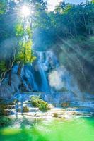 Cascade de Kuang Si à Luang Prabang, Laos photo