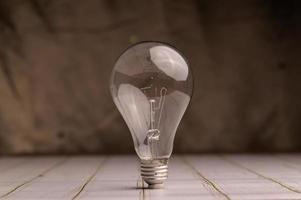 ampoule placée sur le bureau, nouvelle idée photo