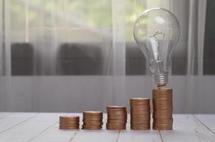 pièces empilées idées d'investissement stocks croissance financière bulbe photo