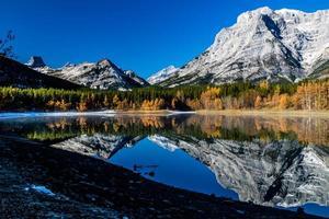 coin étang une journée d'automne crips. parc provincial de la vallée des embruns. photo