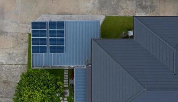 cellules solaires sur le toit, économisez l'énergie photo