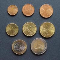 mise à plat des pièces en euros photo