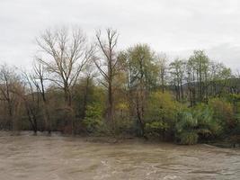 grande crue de la rivière photo