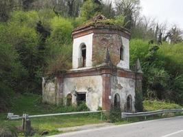 ruines de chapelle gothique à chivasso, italie photo
