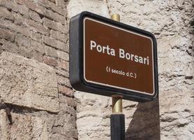 porte de la ville porta borsari à vérone photo