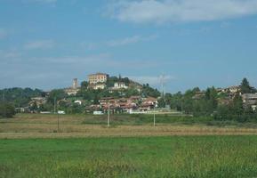 vue sur la ville de pavarolo photo