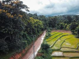 la route de la ferme et des champs photo
