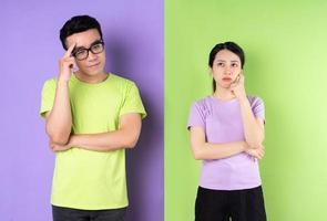 jeune couple asiatique pensant à la relation actuelle photo