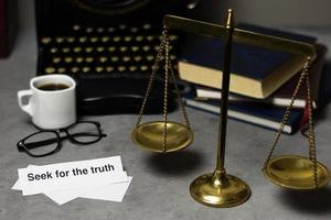 bureau de détective de composition de concept de vérité photo