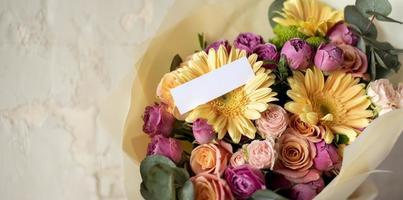 fleurs d'anniversaire avec espace de copie photo