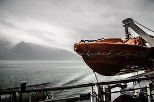 beau paysage de bateau de croisière en Alaska photo