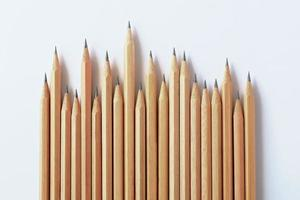 groupe de crayon en bois isolé sur fond blanc. photo