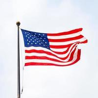 le drapeau des états-unis d'amérique par une journée ensoleillée photo