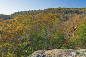 palette d'automne apparaissant sur une crête de grès photo