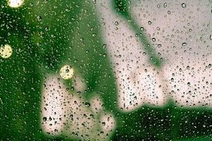gouttes de pluie sur la fenêtre photo
