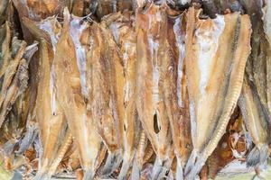 poisson séché au marché en thaïlande photo