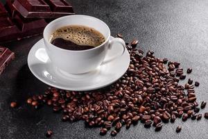 une tasse de café du matin parfumé et frais pour bien commencer la journée photo