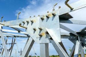 pilier électrique haute tension de dessous photo