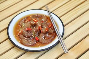crevettes saewoo-jang à la sauce soja chili, cuisine coréenne photo