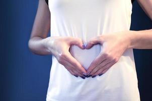fille au cours du premier mois de grossesse. photo