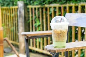 café expresso avec verre de thé vert matcha photo