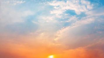 magnifique panorama pittoresque du lever et du coucher du soleil photo