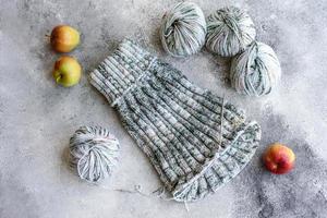 tricoter avec des rayons comme occupation pendant son temps libre et comme passe-temps photo