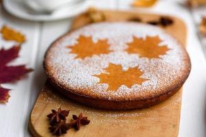 beau gâteau à la citrouille sucrée fraîche photo