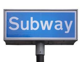 signe de métro isolé photo