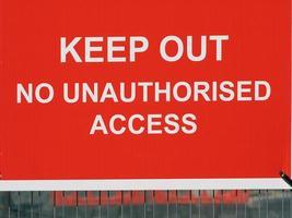 Ne pas laisser entrer un panneau d'avertissement d'accès non autorisé dans un chantier de construction photo