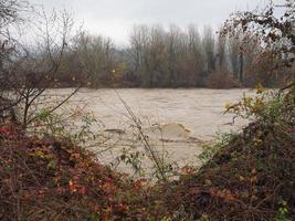 crue de la rivière po à turin photo