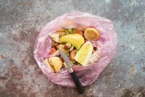 concept de cuisine poubelle vue de dessus photo