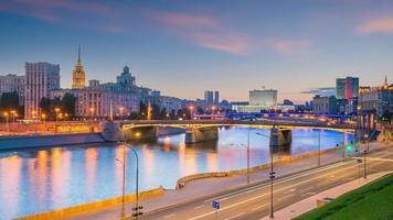 quartier des affaires de la ville de moscou et rivière de moscou en russie photo