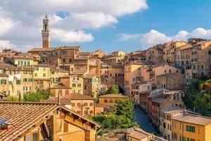 Skyline du centre-ville de Sienne en Italie photo