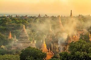 paysage urbain de bagan du myanmar en asie photo