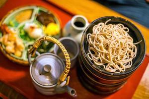 nouilles soba traditionnelles de style kyoto photo