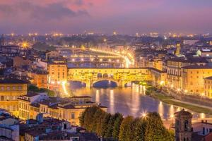 Ponte Vecchio sur l'Arno à Florence photo