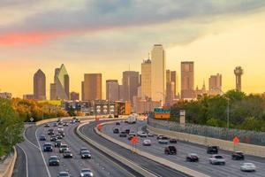 Skyline du centre-ville de Dallas au crépuscule, Texas photo