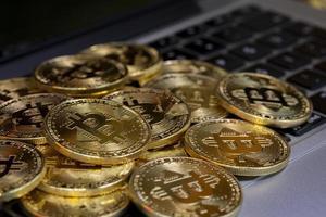 pièces cryptographiques, technologie blockchain, bitcoin photo