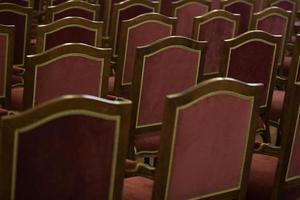 chaises vides dans la salle de concert photo