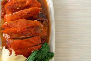 canard laqué ou canard rôti à la chinoise photo