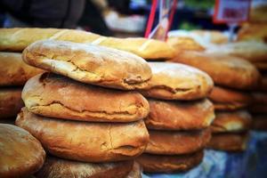 pain bio frais et sain dans le bazar public photo